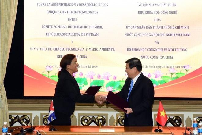 HCM-V signe avec Cuba un accord de coopération en sciences et technologies