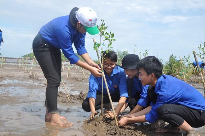 Cérémonie de reboisement de mangroves dans le delta du Mékong