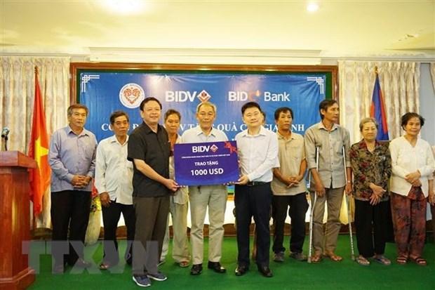Des familles Viet kieu méritantes au Cambodge récompensées