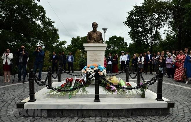 Un buste du président Ho Chi Minh inauguré à Vladivostok, en Russie