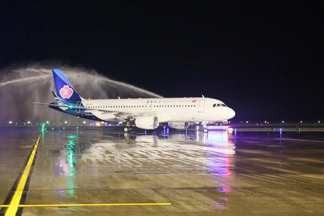 Inauguration de la ligne aérienne directe Hunan – Vân Dôn
