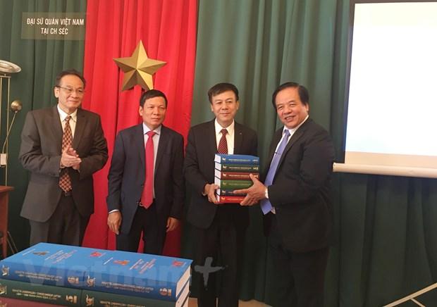 Lancement officiel du grand dictionnaire tchèque-vietnamien