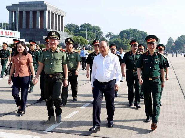 Le PM Nguyen Xuan Phuc vérifie les travaux de rénovation du mausolée du Président Ho Chi Minh