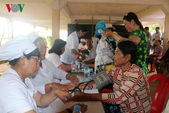 Tay Ninh vient en aide à des Cambodgiens défavorisés