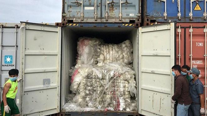 Le Cambodge sanctionne un importateur de déchets plastiques