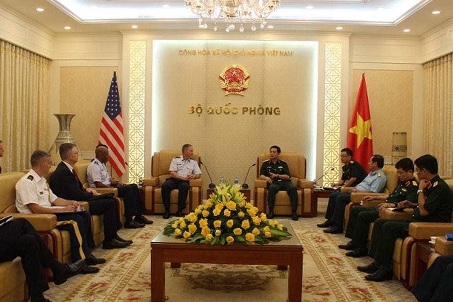Coopération pour maintenir les relations de défense entre le Vietnam et les États-Unis