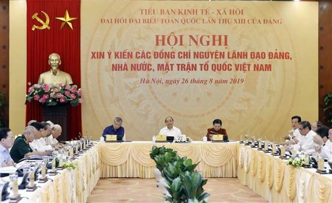 Pour le 13e Congrès national du Parti: réunion pour demander les avis d'anciens dirigeants