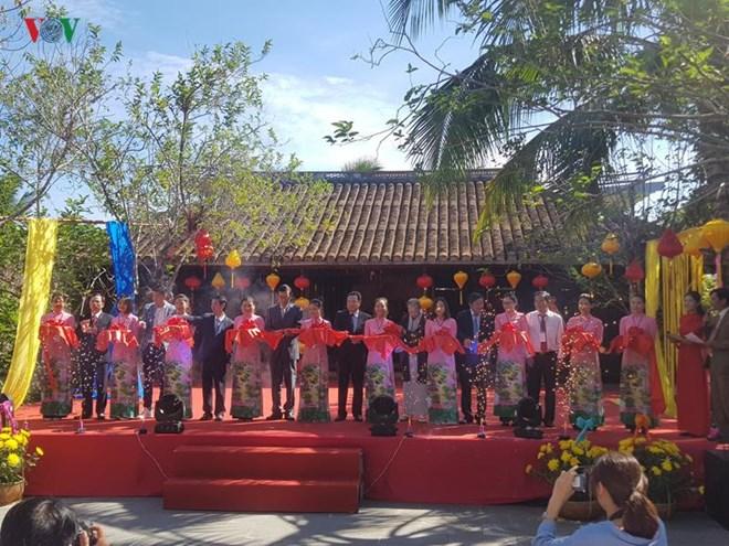 Ouverture du 5e Festival de la soie et de la brocatelle du Vietnam et du monde