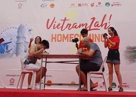 Une foire culturelle introduit la culture vietnamienne à Singapour