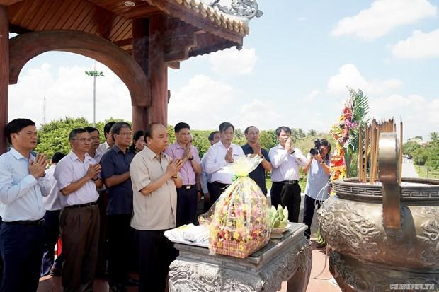 Le PM Nguyen Xuan Phuc offre de l