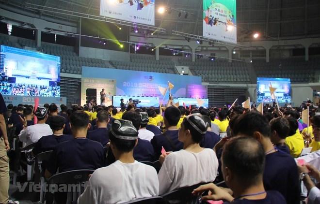 Des travailleurs vietnamiens participent à un festival des travailleurs étrangers en R. de Corée