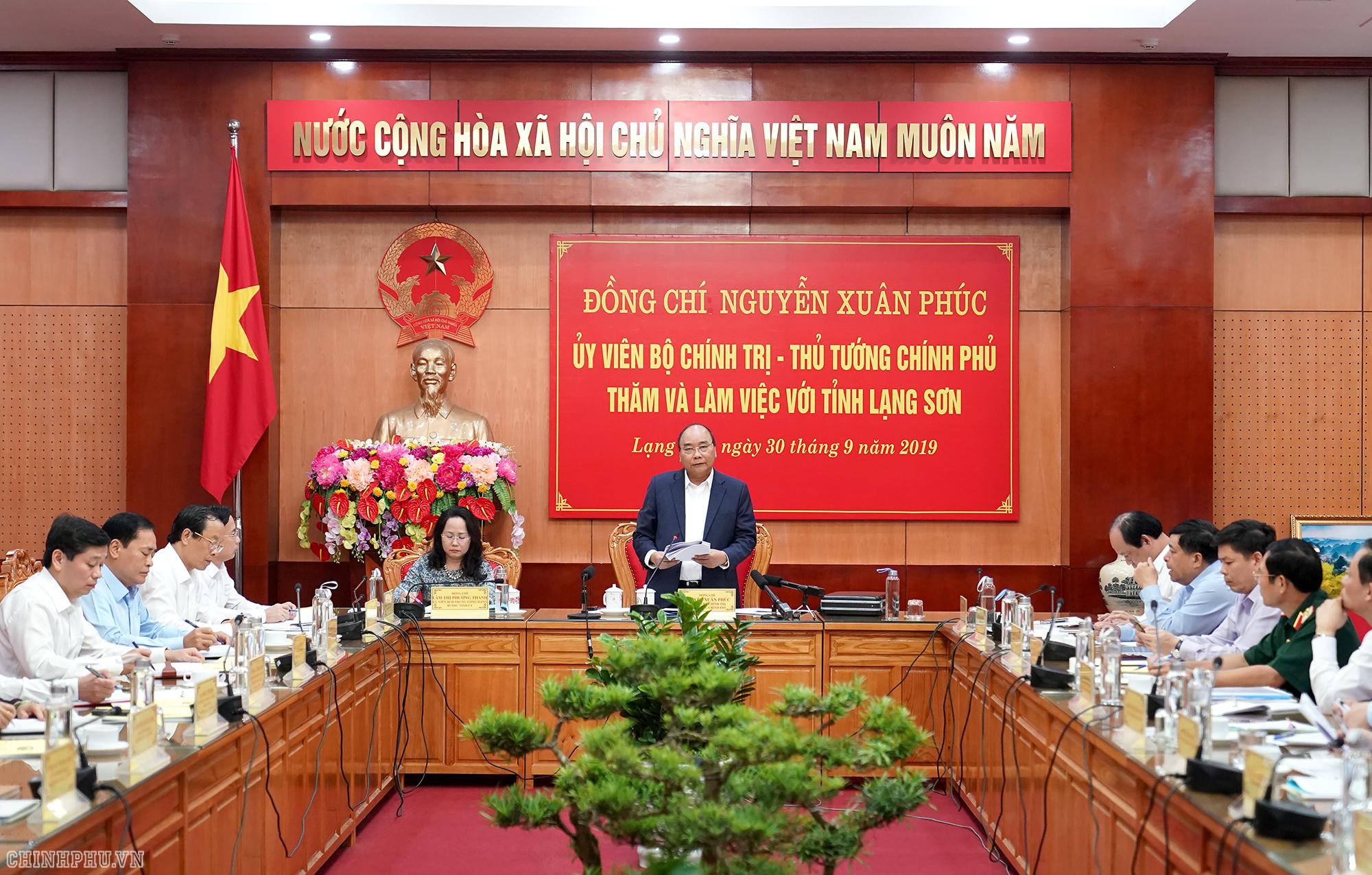 Le PM travaille avec les responsables de la province de Lang Son