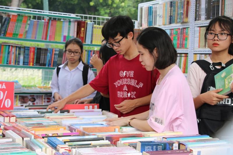 Quelque 200 stands à la 6e fête du livre de Hanoi