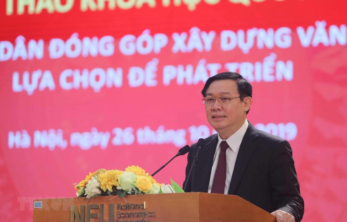 Le Vietnam doit trouver son propre chemin, dit le vice-PM Vuong Dinh Huê