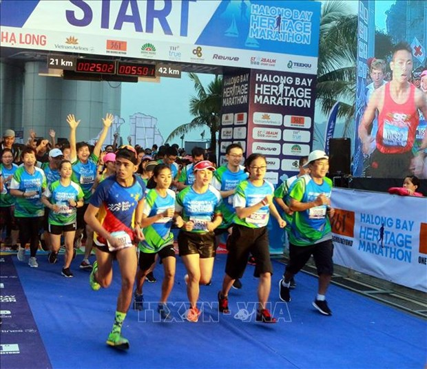 Plus de 3.000 coureurs participent au HalongBay International Heritage Marathon