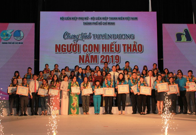 HCM-Ville: 48 exemples de piété filiale à l'honneur