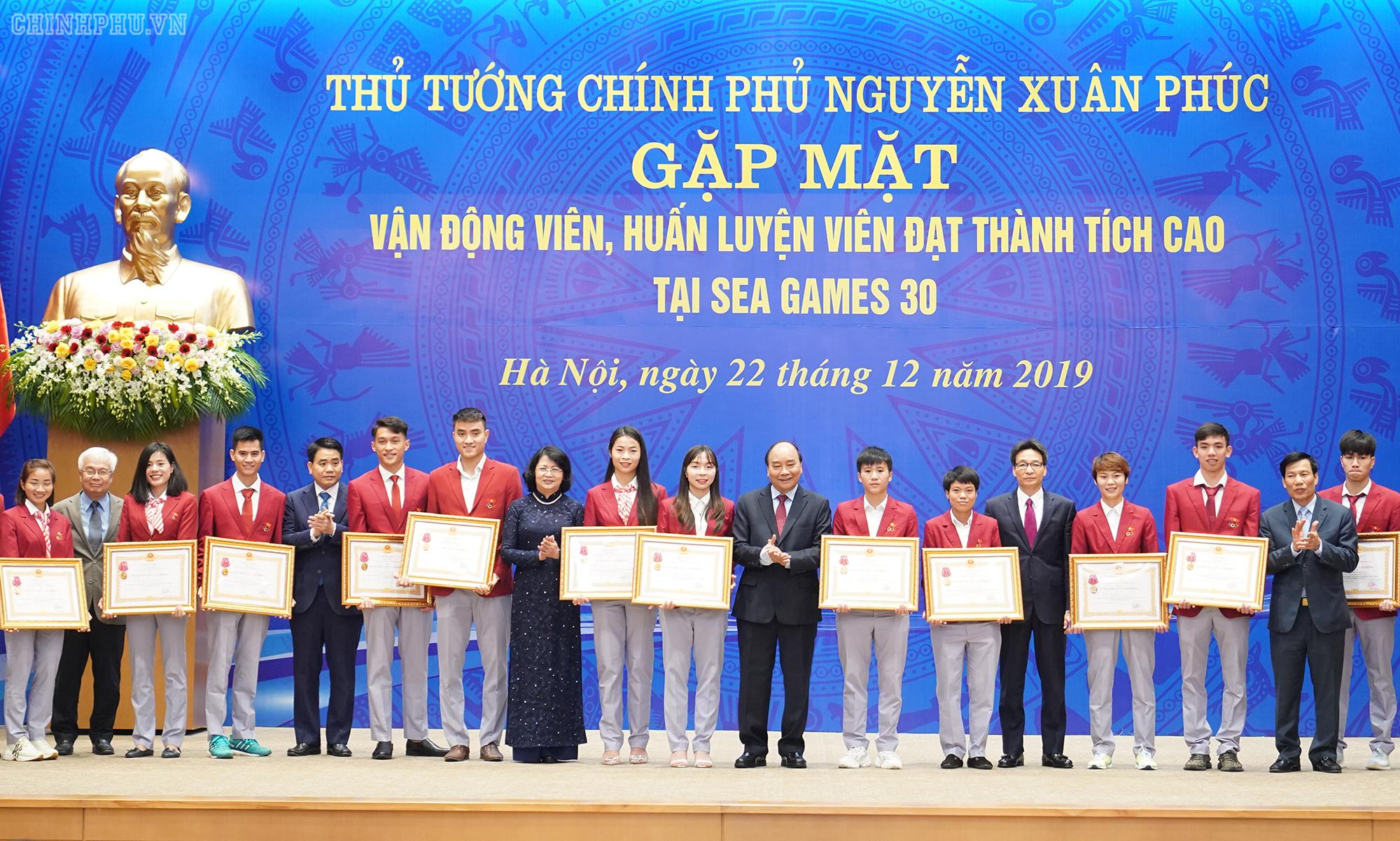 Le PM salue les efforts de la délégation sportive du Vietnam aux SEA Games 30