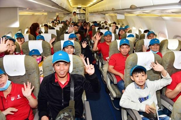 Tet du Rat: Vietnam Airlines transporte plus de 1.000 travailleurs exemplaires à leur terre natale