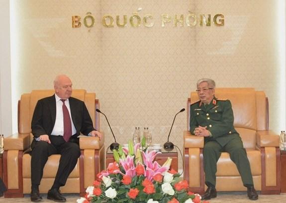 Le général Nguyen Chi Vinh reçoit l'ambassadeur de Russie au Vietnam