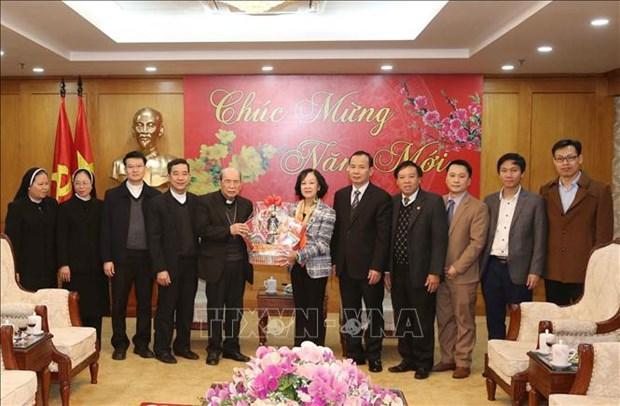 Truong Thi Mai reçoit une délégation du diocèse de Hung Hoa