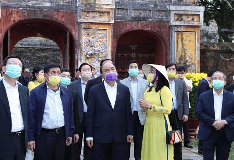 Le PM inspecte la lutte contre le nCoV à Thua Thiên-Huê