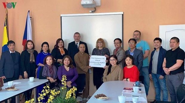 Des Vietnamiens en République tchèque aux côtés des victimes d'un incendie