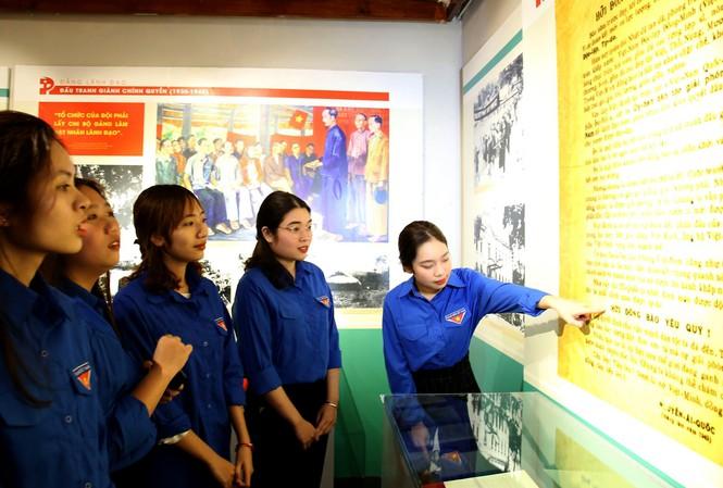 """Exposition """"La naissance du Parti communiste, un tournant de la révolution vietnamienne"""""""