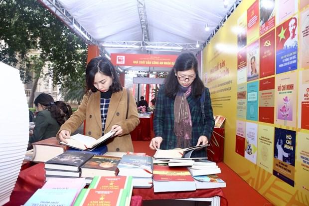 Une exposition de livres à Hanoi marque le 90e anniversaire du Parti