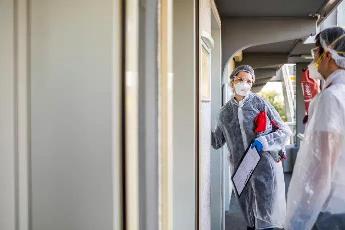 Coronavirus: en France, le bilan approche des 11.000 morts, le confinement prolongé