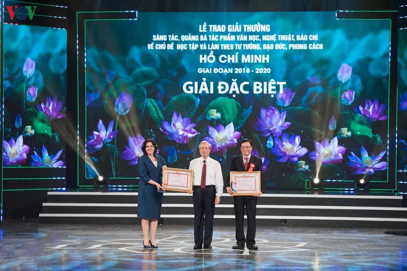 Remise des prix d'écriture sur l'exemple moral du président Hô Chi Minh