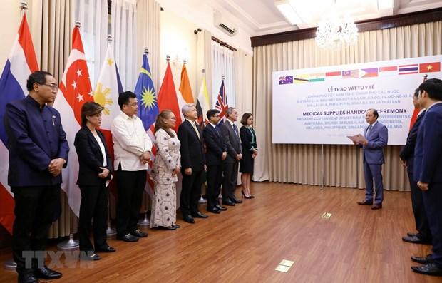 COVID-19: des fournitures médicales du Vietnam offertes à des pays