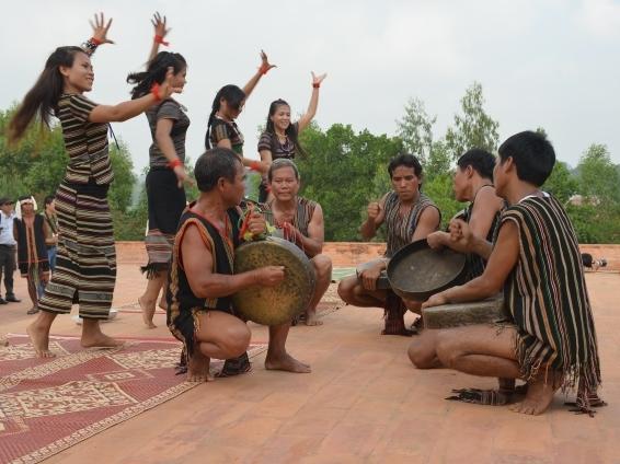 Lancement d'un concours d'écriture de chansons sur les ethnies minoritaires et les régions montagneuses
