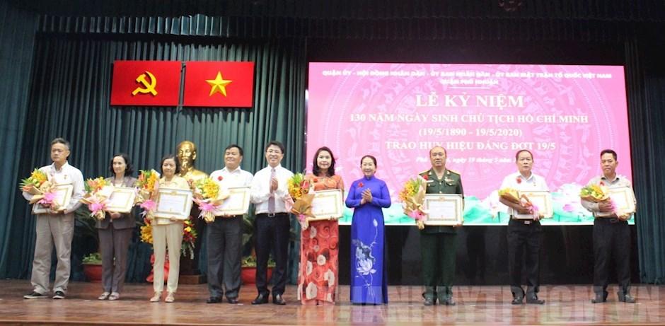 HCM-V: 2.420 membres du Parti reçoivent l'Insigne du Parti