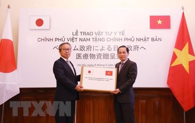 Le Vietnam remet des fournitures medicales au Japon