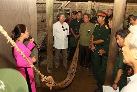 Environ 7.000 touristes à la zone de vestige spécial de Kim Lien