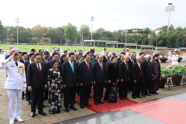 Les hauts dirigeants rendent hommage au Président Hô Chi Minh à l'occasion de son 130e anniversaire