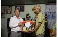 Thua Thien Hue : diverses activités significatives en faveur des personnes méritantes