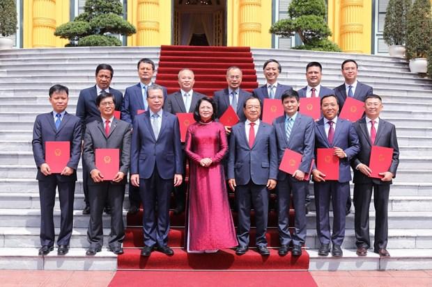 La vice-présidente Dang Thi Ngoc Thinh rencontre 12 nouveaux ambassadeurs vietnamiens à l'étranger
