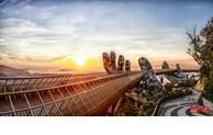 Admirer le magnifique pont d'Or au soleil levant