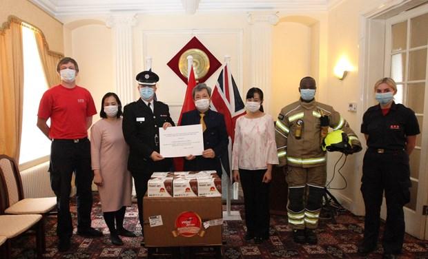 COVID-19: 135.000 masques antibactériens remis au Royaume-Uni et à la République d