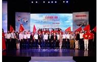 Remise de plus de 100.000 drapeaux nationaux aux pêcheurs