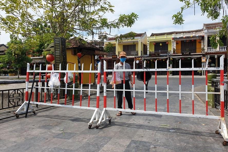 COVID-19: mise en place de la distanciation sociale dans la ville de Hoi An