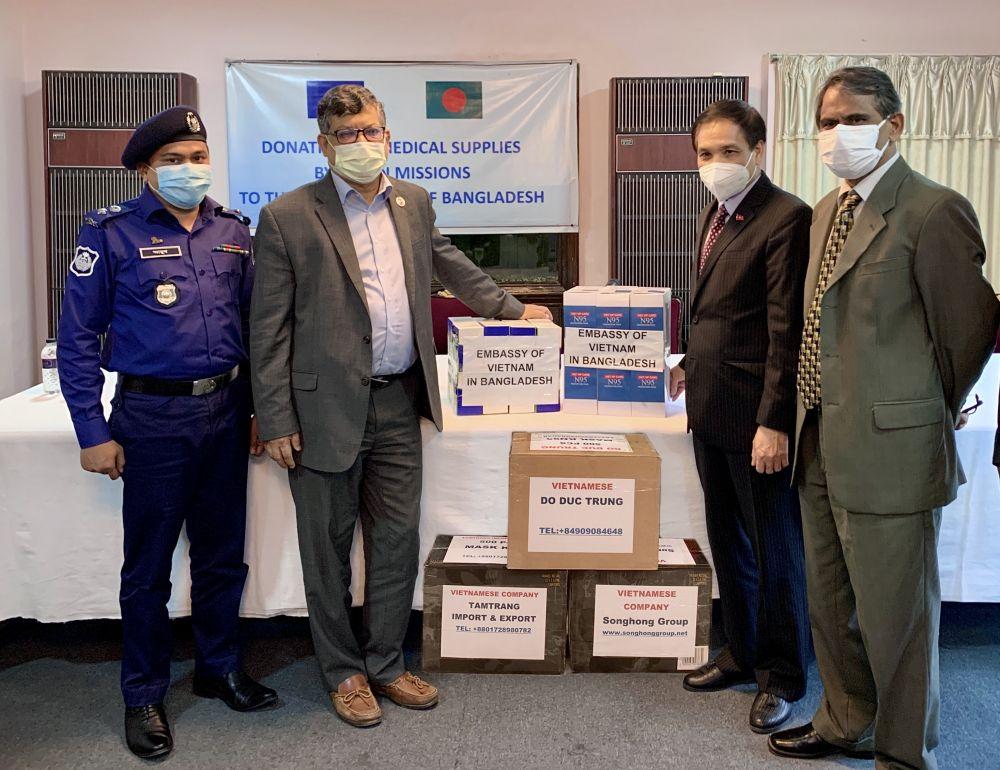 Le Comité de l'ASEAN à Dhaka offre des fournitures médicales au Bangladesh