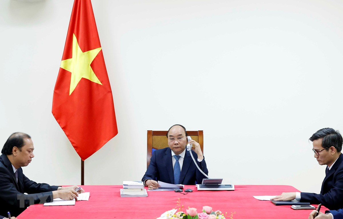 Entretien téléphonique entre les PM vietnamien et japonais