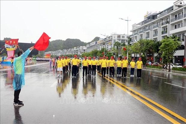 Plus de 2.200 personnes participent à la journée de course olympique pour la santé publique de Quang Ninh