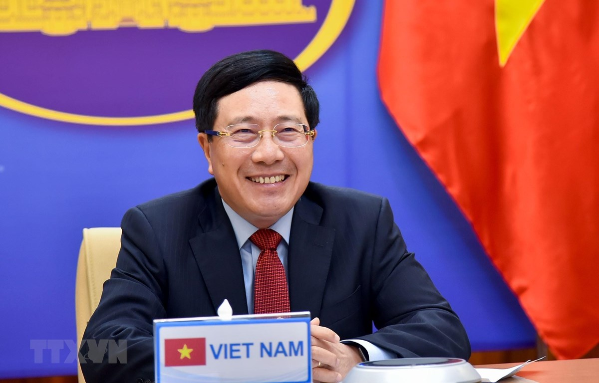 Les deux ministres vietnamien et saoudien des AE discutent de la promotion des relations