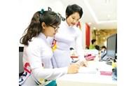 Quang Ninh encourage les femmes à porter le «ao dài» traditionnel au travail