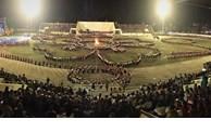 Le festival culturel et touristique de Muong Lo présente la danse Xoe Thai