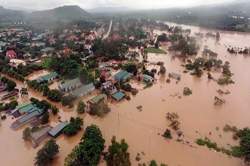 Les inondations au Centre font 132 morts et disparus