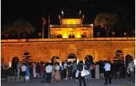 Visite en soirée pour présenter le meilleur de la citadelle impériale de Thang Long